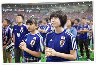 コートジボワールに逆転されてしまい意気消沈する大賀咲希、倉島颯良。