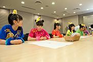 挑戦状を受け取る前、何も知らずに会議室に集まったチームしゃちほこ。