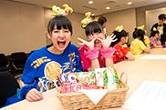 お菓子とカメラに目がない咲良菜緒(左)と安藤ゆず(右)。