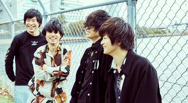 左から四方颯人(YAJICO GIRL) 、石原慎也(Saucy Dog)、 松本大(LAMP IN TERREN)、三原健司(フレデリック)。