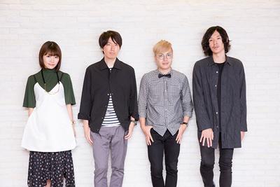 左からタカオユキ(みみめめMIMI)、佐藤純一(fhána)、kevin mitsunaga(fhána)、yuxuki waga(fhána)。