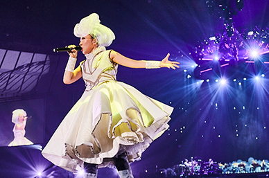 MISIA「20th Anniversary THE SUPER TOUR OF MISIA Girls just wanna have fun」神奈川・横浜アリーナ公演の様子。(Photo by Michito Goto)
