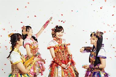 「頼もしくなった」と褒められる百田夏菜子(写真中央)。
