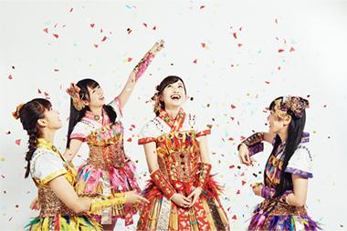 「ライブの挨拶での言葉のチョイスが絶妙」な百田夏菜子(写真中央)。