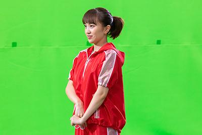 走るために姿勢を整える百田夏菜子。