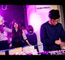 DJパーティで盛り上がるChigusa。