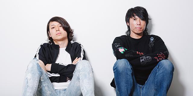 左からko-hey(G, Cho)、難波章浩(Vo, B)。