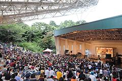 2013年7月に埼玉・所沢航空記念公園野外ステージで行われた「夏びらきMUSIC FESTIVAL'13」の様子。