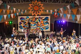 2017年7月に埼玉・所沢航空記念公園野外ステージで行われた「夏びらきMUSIC FESTIVAL'17」での、PUSHIM×韻シストのライブの様子。