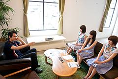 左から田島貴男、Kaede、Nao☆、Megu。
