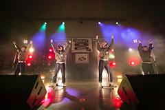 """2016年4月29日に東京・日比谷野外大音楽堂で開催されたイベント「ANARCHY TOUR FINAL """"IDLE is DEAD!?""""」でのBILLIE IDLE。(写真提供:オツモレコード)"""