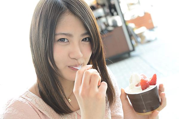 顔の肌がきれいな若月佑美さん