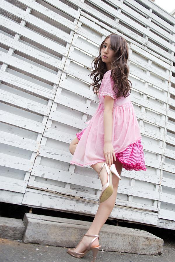 桜井玲香さんのカクテルドレス姿