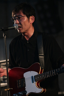 向井秀徳(G, Vo)