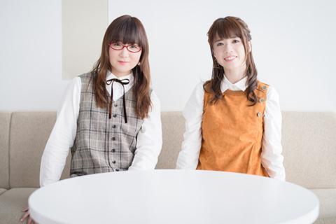 左から奥華子、藤田麻衣子。