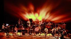 7月2日に東京・パルコ劇場で行われた大友良英 &「あまちゃん」スペシャルビッグバンドコンサートの模様。