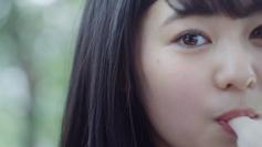 「パピコ」Web動画「青春って、ニコイチだ」特別編のワンシーン。