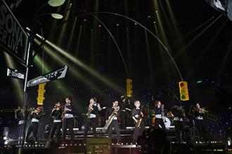 「PERSONA SUPER LIVE P-SOUND STREET 2019 ~Q番シアターへようこそ~」の様子。