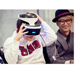 PS VRを装着する寺中友将(Vo, G)。