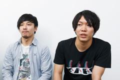 左から菅ひであき(B, Cho)、タカギ皓平(Dr)。
