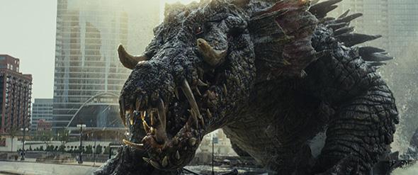 映画「ランペイジ 巨獣大乱闘」より。街に上陸したワニのリジー。