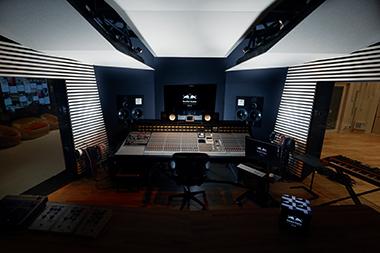 Red Bull Studios Tokyoのコントロールルーム。