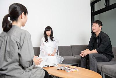 左から小田嶋瞳、さユり、向井雅浩。