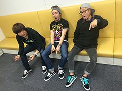 左からRYO(G, Vo)、TAKESHI(Dr, Cho)、SHINJI(B, Vo)。