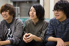 左から新山大河(B)、細川千弘(Dr)、露口仁也(G)。