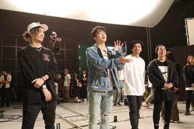 TOMO、KENZO、U-YEAH、DAICHIはパートを4つに分け、それぞれ振り付けを指導していた。