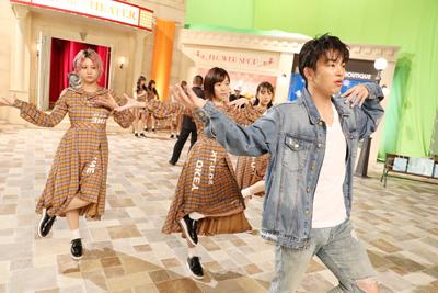 フロントメンバーのダンスを担当したKENZOは終始真剣な表情。
