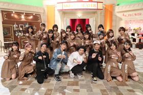 仲よく記念撮影するSKE48とDA PUMP。