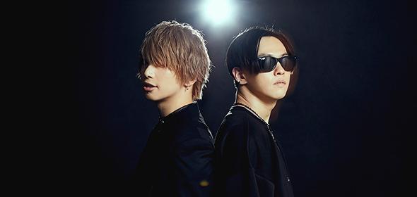 左から武瑠、MOMIKEN(SPYAIR)。