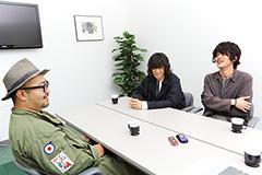 左から、松本素生、篠山コウセイ(Vo, G)、イタバシヒロチカ(Dr)。