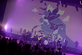 """「須田景凪 TOUR 2019 """"teeter""""」東京・中野サンプラザホール公演の様子。(Photos by Taku Fujii)"""