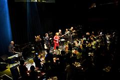 東京・Billboard Live TOKYOで行われたベニー・シングスの来日公演の様子。スキマスイッチもゲストとして出演した。