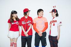 左からJ.M. (女性ボカル)、野菜くん(B)、丸佳浩、塔山忠臣(パンク作曲家)。