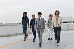 左から高桑圭(Curly Giraffe)、ジェームス・イハ、高橋幸宏、ゴンドウトモヒコ、堀江博久。