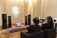 東京・パナソニックセンター東京 テクニクス リスニングルームでの試聴の様子。