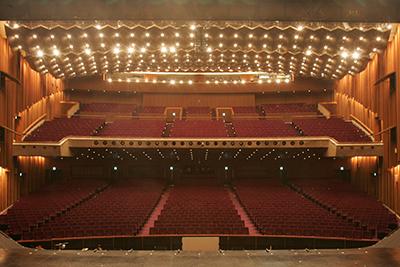 ステージから見た客席。(写真提供:東宝演劇部)