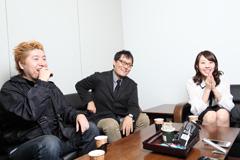 左から、吉田豪、コトブキツカサ、藤江れいな(AKB48)。