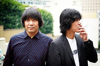 左から加藤ひさし(Vo)、古市コータロー(G)。