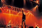 THE YELLOW MONKEY「PUNCH DRUNKARD TOUR」ツアーの模様。(Photo by Mikio Ariga)