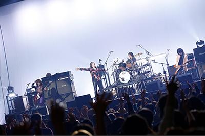 日本武道館で行われた「9999」先行試聴会の様子。