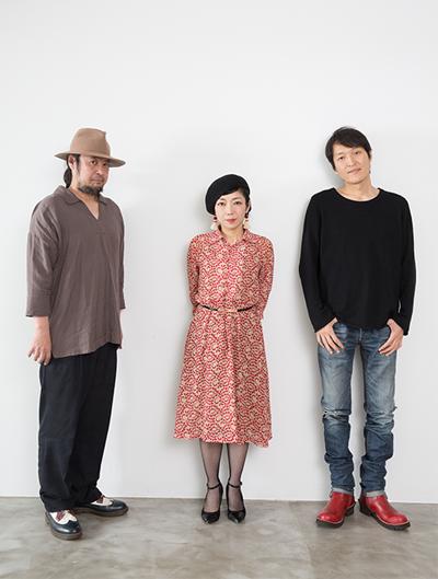 左から篠田智仁(B)、伊東妙子(G, Vo)、千原ジュニア。