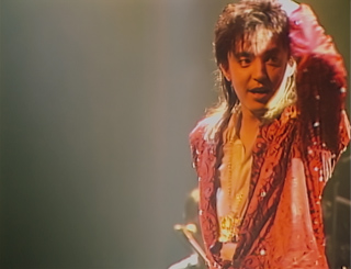 DISC 10「DRAGON THE FESTIVAL TOUR featuring TM NETWORK 1985.10.31」のワンシーン。
