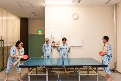 卓球を楽しむTOKYO HEALTH CLUB。