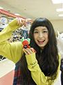 行きつけのショッピングセンター「valor」でご当地ゆるキャラと触れ合ったトミタ栞。