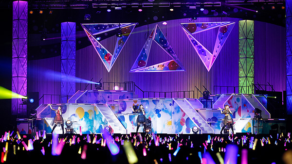 """TrySail「LAWSON presents TrySail Live Tour 2019 """"The TrySail Odyssey""""」千葉・幕張イベントホール公演の様子。"""