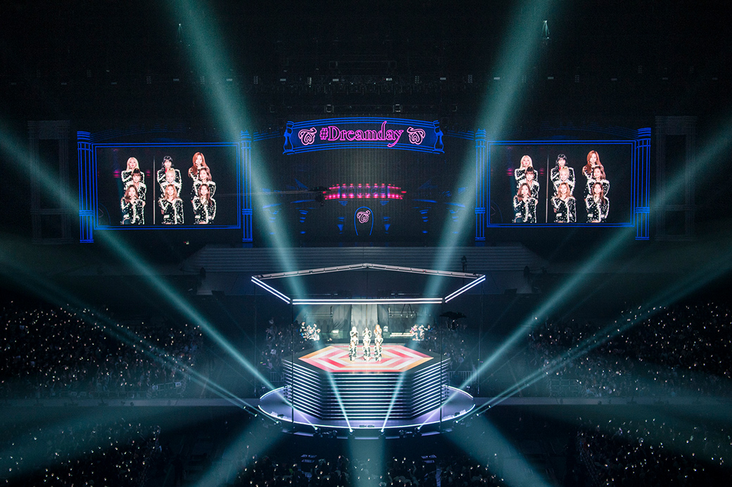"""「TWICE DOME TOUR 2019 """"#Dreamday""""」東京・東京ドーム公演の様子。"""